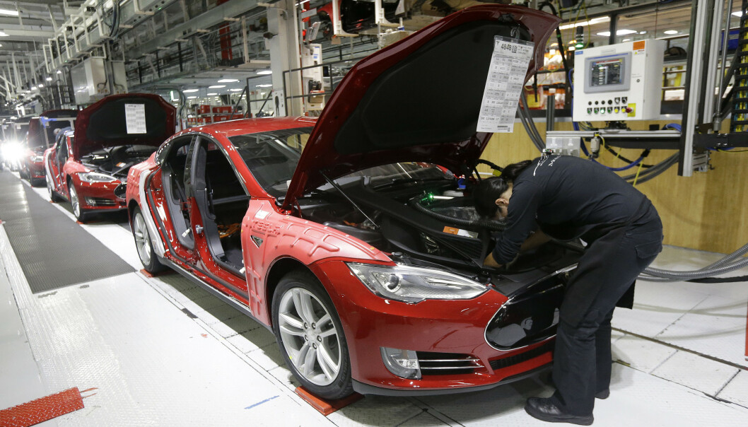 NY REKORD: Tesla har aldri vært mer verdt enn nå, og ble onsdag priset til 1.000 dollar per aksje for første gang. Foto: AP Photo/Jeff Chiu