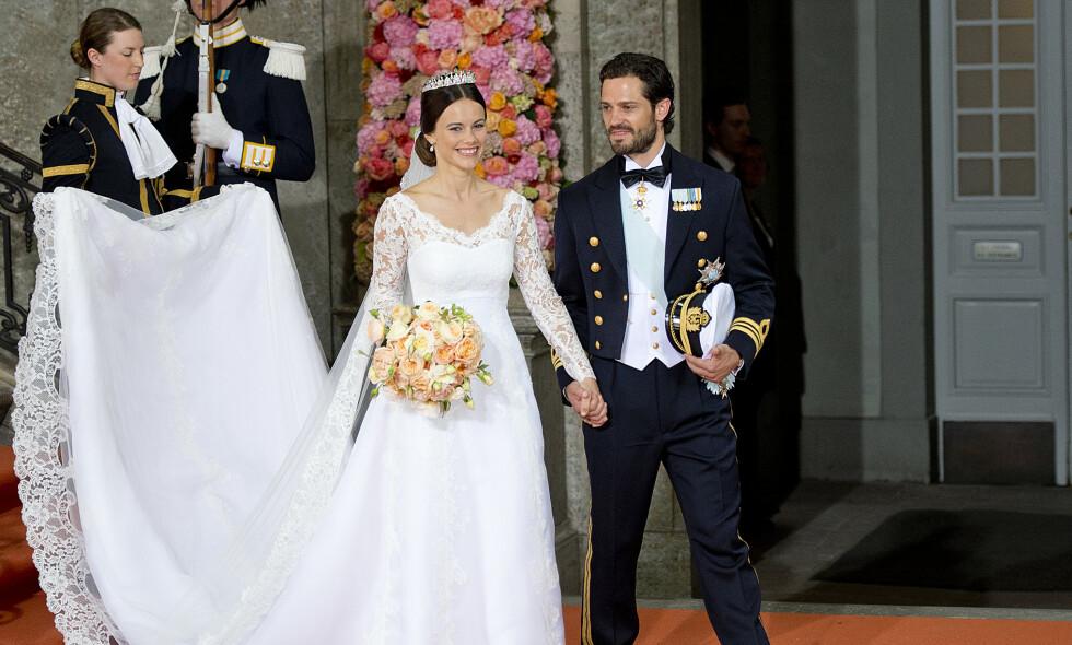 LYKKELIG GIFT: Slik så det ut da prins Carl Philip og prinsesse Sofia giftet seg i Slottskyrkan i Stockholm 13. juni 2015. Foto: NTB Scanpix