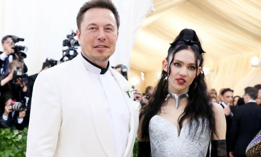 <strong>BEMERKELSESVERDIG:</strong> Elon Musk og Grimes ble nylig foreldre for første gang, da sønnen X Æ A-12 kom til verden. Siden den gang har det pussige navnevalget fått mange til å klø seg i hodet. Nå forklarer foreldrene uttalen. Foto: NTB scanpix