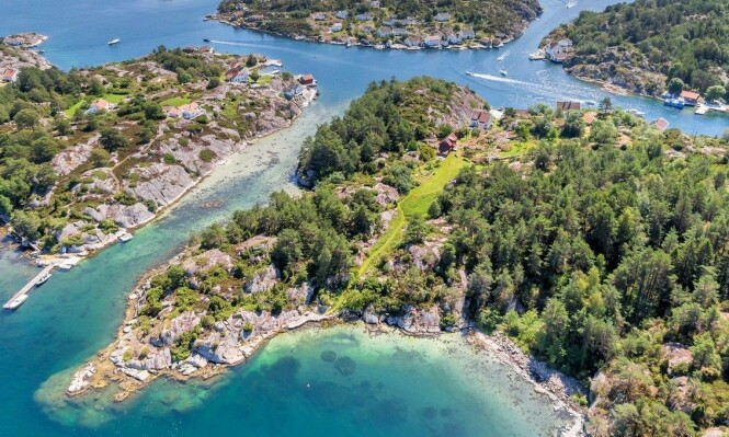 FUGLEPERSPEKTIV: Eiendommen har over 66 mål eiertomt og cirka 950 meter strandlinje. Foto: Stein Olsen