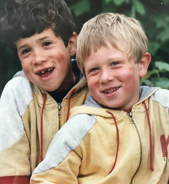 Daniel (t.h) og broren Michael sammen. FOTO: Privat