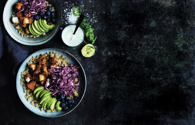 Blåbær i middagsmaten? Ja, hvorfor ikke ta desserten med det samme! Tips! Torsk er mager og førsteklasses, sunn mat som kan tilberedes på utallige måter. FOTO: Betina Hastoft