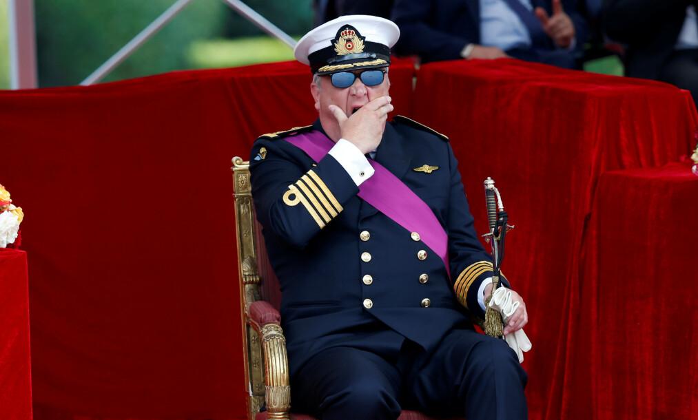 <strong>SKANDALEPRINS:</strong> Prins Laurent av Belgia har med åra fått litt av et rykte på seg. Nå er familien hans rammet av corona. Her er han fotografert gjespende på en offisiell tilstelling for noen år siden. Foto: NTB scanpix