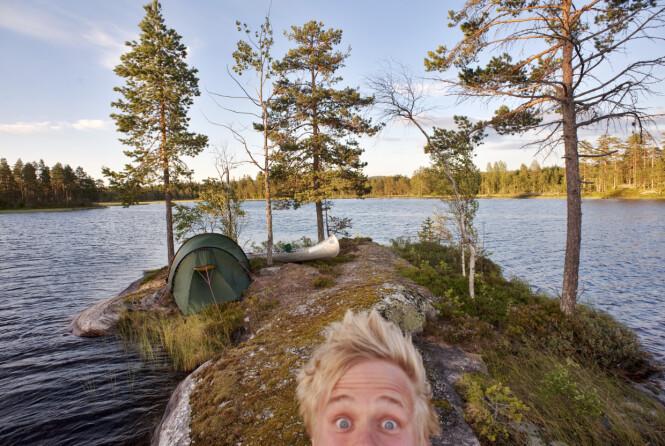 PARADIS: Naturen kan by på de mest fantastiske teltplasser. Her har Marius funnet sin, ved padleparadiset Fjorda på Hadeland. FOTO: Marius Nergård Pettersen