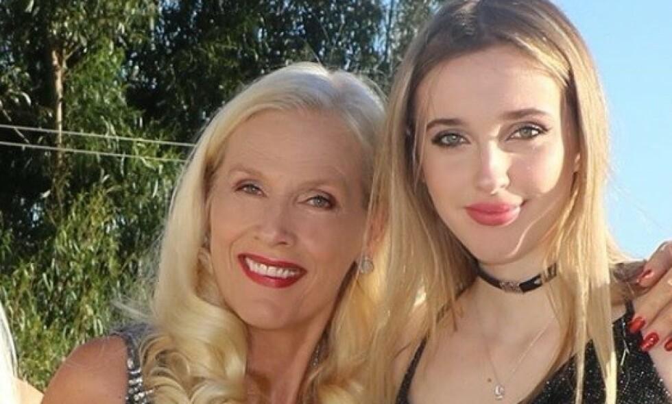 MOR OG DATTER: Tv-profil Gunilla Persson har flere ganger fått kritikk for bildene hun deler av dattera si. Nå svarer Erika Persson selv på bildekritikken. Foto: Skjermdump fra Instagram/thegunilla