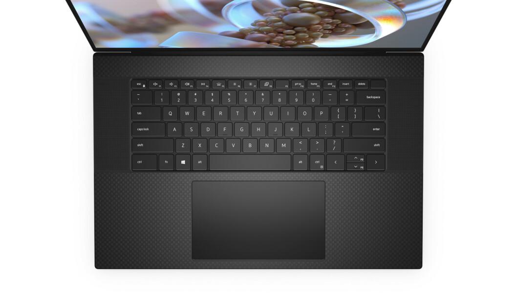 <strong>DELL XPS 17:</strong> Ifølge Dell er den nye XPS 17 mindre enn nesten halvparten av 15-tommerne på markedet. Foto: Dell