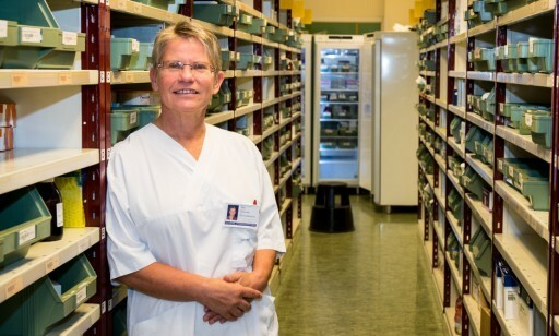 FØRSTE GANG: Farmasøyt Anne Markestad forteller at det er første gang hun opplever at et naboland henvender seg i en beredskapssituasjon. Foto: Rune Thorstein