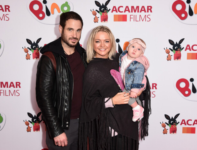 SAMLET: Her er Hannah Spearritt sammen med forloveden Adam Thomas og dattera. Foto: NTB Scanpix