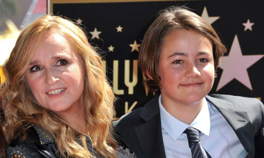 <strong>GIKK BORT:</strong> Sangeren Melissa Etheridge og eksen Julie Cyphers sønn er død, bare 21 år gammel. Her er Etheridge med sønnen i 2011. Foto: NTB Scanpix