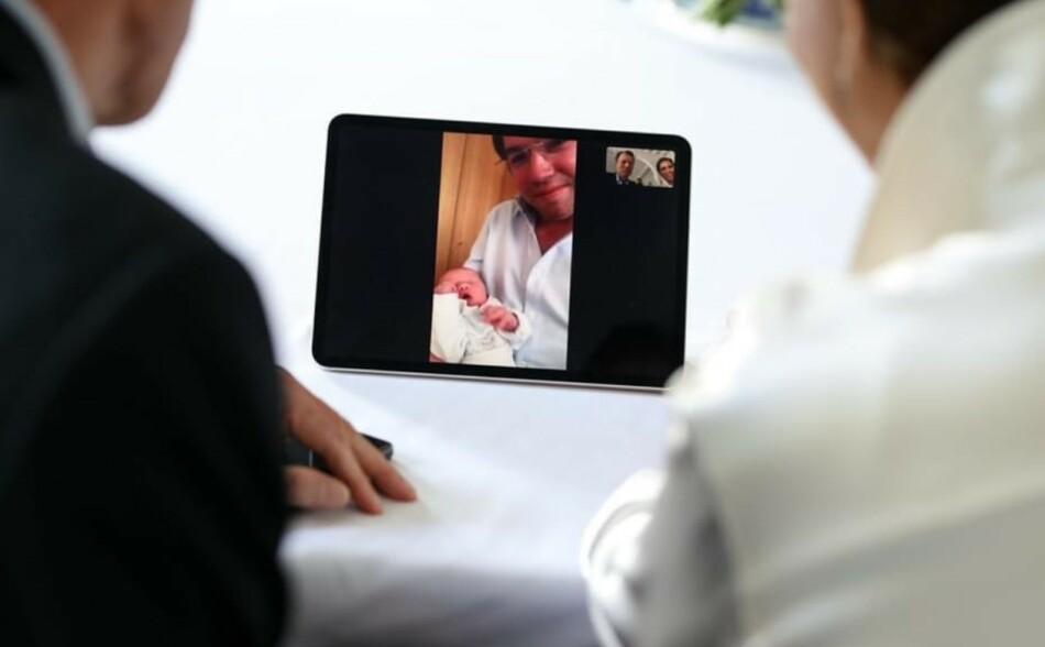 KONGELIG FØDSEL: Storhertugparet av Luxembourg, Maria Teresa og Henri, fikk se barnebarnet for aller første gang gjennom iPaden. FOTO: CGD/ S. Margue // Twitter
