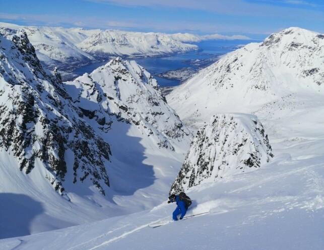 GODE SKIFORHOLD: I Tromsø-området er det fortsatt fantastiske skiforhold. Her fra Lyngsalpene for få dager siden. Foto: Privat