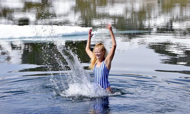 FRISKT: Isbading i Finsevatnet er kanskje ikke obligatorisk aktivitet, men veldig oppfriskende. FOTO: Mari Beraksten