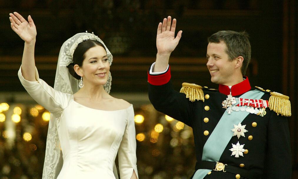 <strong>ROMANTIKK:</strong> I dag er det nøyaktig 16 år siden det danske kronprinsparet giftet seg. Slik startet eventyrromansen. Foto: NTB Scanpix