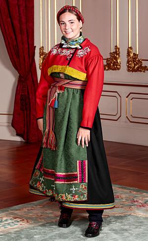 <strong>SPESIELL GAVE:</strong> Denne bunaden fikk prinsessa av kongeparet til sin konfirmasjon i fjor. Dronninga har selv brodert på drakta. Foto: Lise Åserud / NTB Scanpix
