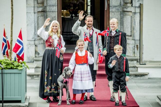 <strong>FIKK ASKERBUNAD:</strong> Prinsesse Ingrid Alexandra fikk Askerbunad da hun fylte fem år. Her på Skaugum i 2013. Foto: Stian Lysberg Solum / NTB scanpix