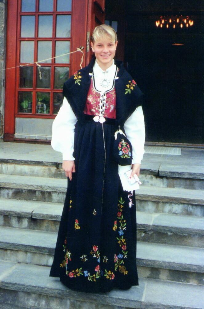 <strong>ROGALANDSBUNAD:</strong> Kronprinsesse Mette-Marit fikk denne bunaden da hun konfirmerte seg. Foto: Privat / NTB Scanpix
