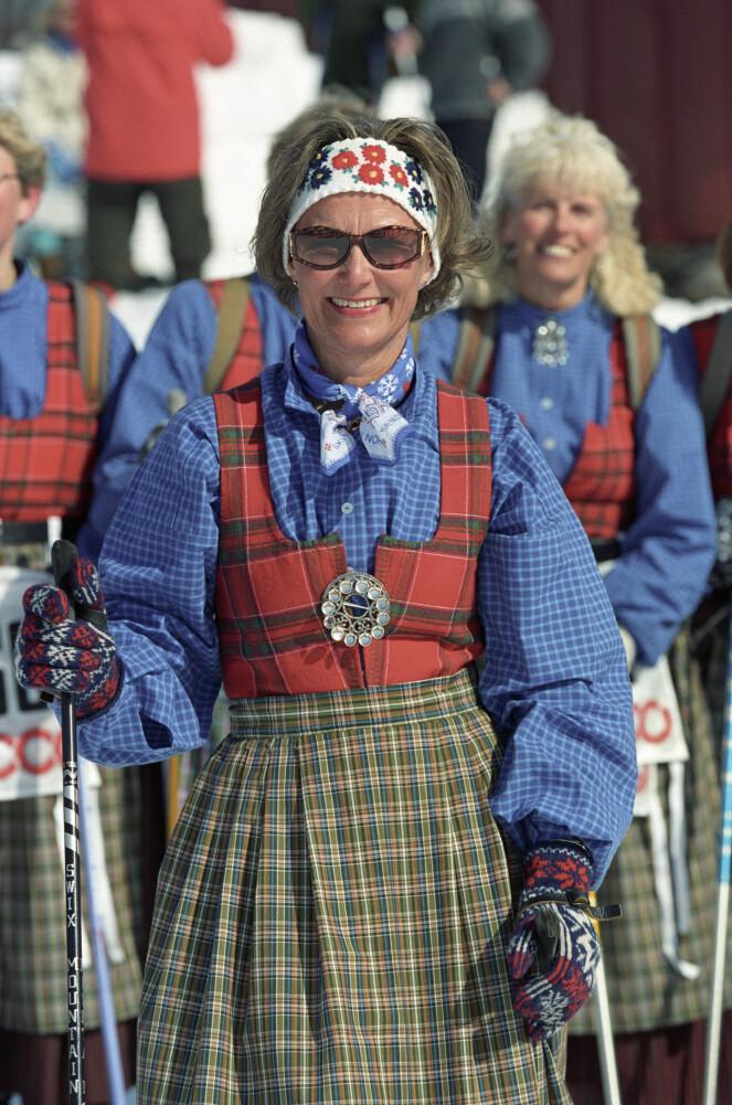 <strong>RONDASTAKK:</strong> Dronning Sonja iført sin Rondastakk under påskskirennet i 1993. Foto: Lise Åserud / NTB Scanpix