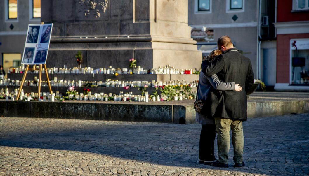 <strong>MINNESEREMONI:</strong> 30. november ble det holdt en minneseremoni på Kungstorget i Uddevalla for Wilma. Foto: Adam Ihse/TT / NTB scanpix