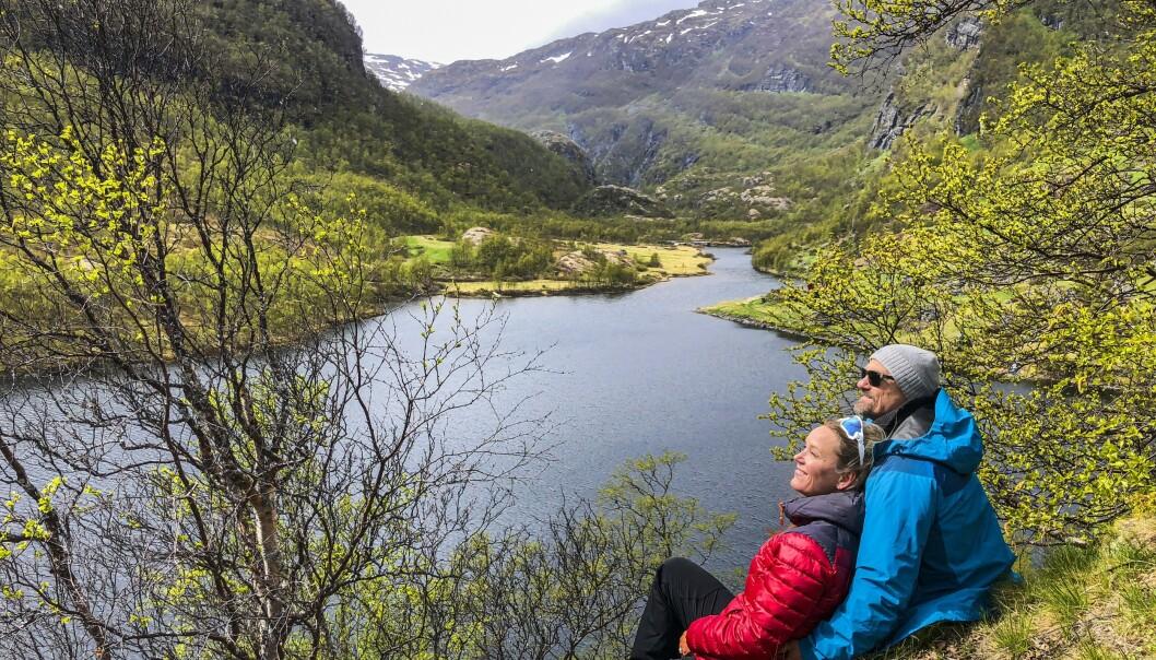 Aurlandsdalen er med rette en av landets mest kjente fotturer, som går i dramatisk natur fra Østerbø 820 moh og ned mot Vassbygdi nesten nede ved fjorden. Her fra Nesbøvatnet. Foto: Torild Moland