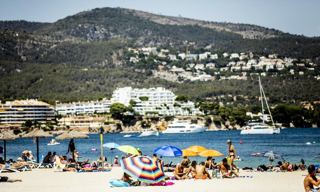 ÅPNER OPP: Lokale myndigheter åpner opp for at noen utvalgte turister igjen kan få nye strendene på den spanske ferieøya Mallorca. Foto: Christian Roth Christensen / Dagbladet