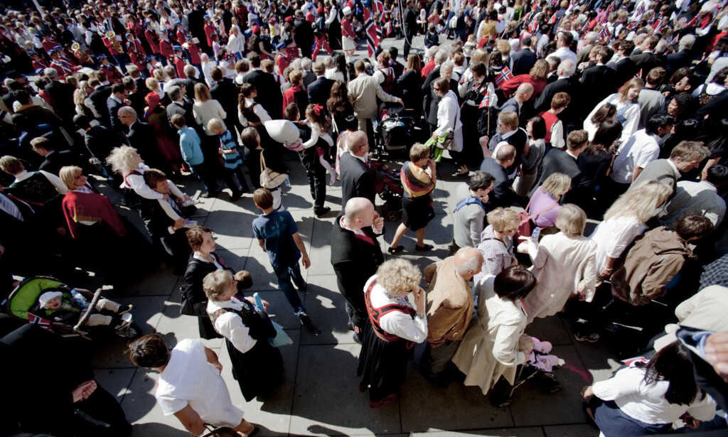 ANNERLEDES FEIRING: Gatene, restaurantene og uteserveringene er vanligvis fylt med festkledde og jublende nordmenn under nasjonaldagen. Slik blir det ikke i år. Foto: Stian Lysberg Solum / SCANPIX