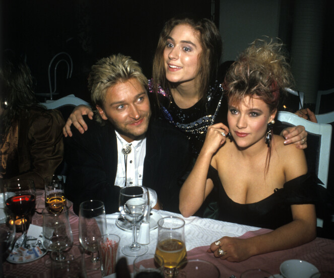 ELSKER NORGE: Samatha Fox forteller til KK at hun alltid har hatt noen av sine mest svorne fans i Norge. Her fra utdeling av Spellemannsprisen i 1987, sammen med en purung Jørn Hoel og Sissel Kyrkjebø. FOTO: NTBScanpix