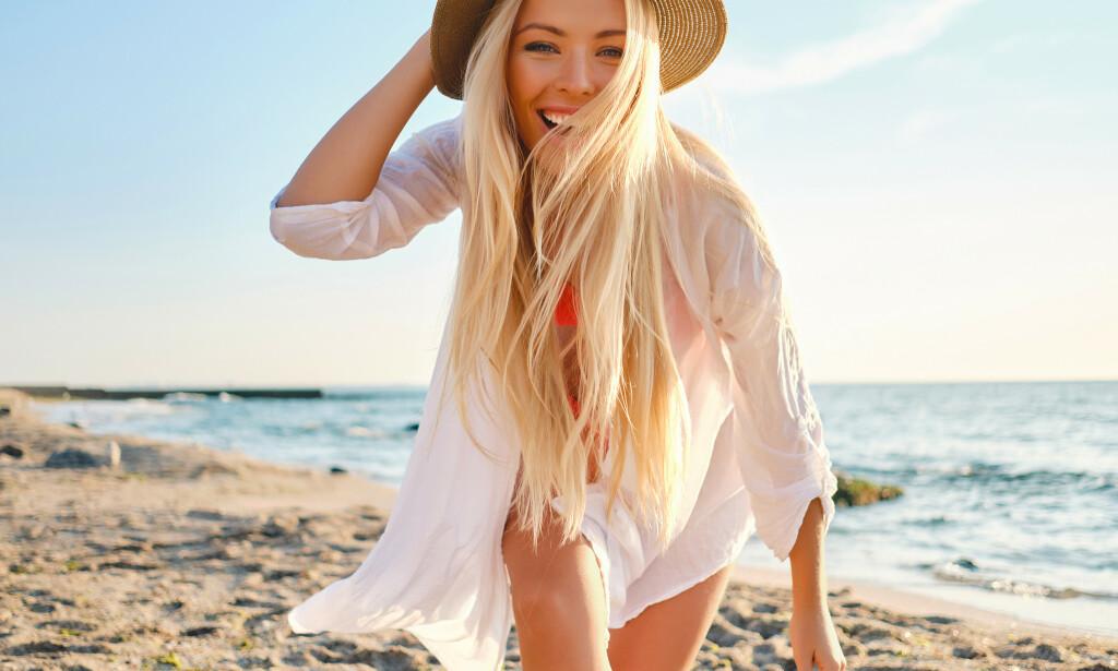 SOMMERGLØD: Hva hører vel sommeren mer til enn en jevn, langvarig brunfarge? Med Royal Tan tar du også vare på huden, neglene og håret i sommervarmen.