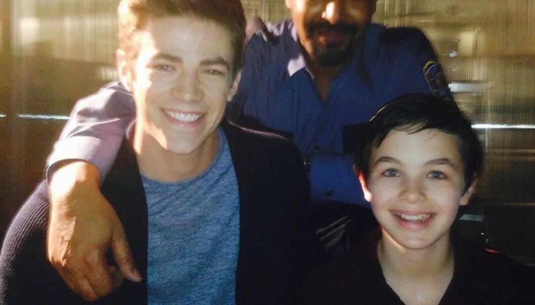 DØD: Skuespiller Logan Williams (til høyre) gikk bort i april, bare 16 år gammel. Nå er dødsårsaken klar. Her er han fotografert med medskuespiller Grant Gustin (til venstre). Foto: Instagram / @grantgust