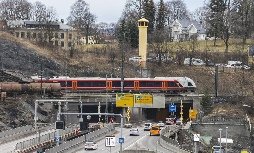 SPÅR STORT KØPROBLEM: I juni starter Statens vegsenen for fullt å oppgradere Vålerengtunnelen på E6 i Oslo. Da vil det hope seg opp med biler om ikke folk finner andre måter eller veier å komme seg fram på. Foto: Espen Børresen/Statens vegvesen