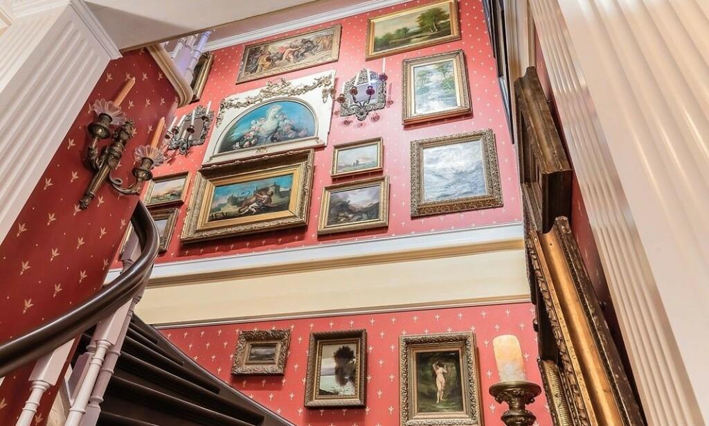 TRAPPEGALLERI: Nåværende eier har brukt uttallige timer på restaurering. Foto: Morten Synnestvedt