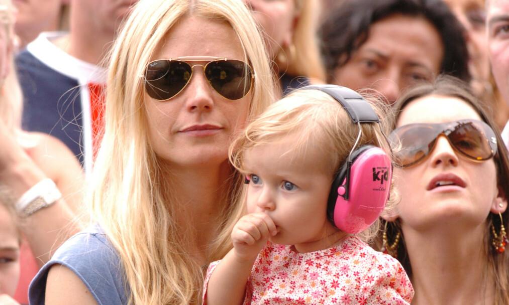 <strong>STOR JENTE:</strong> Gwyneth Paltrow og Chris Martins datter, Apple Martin, trer sakte, men sikkert, inn i de voksnes rekker. Her avbildet i 2005. Foto: NTB scanpix