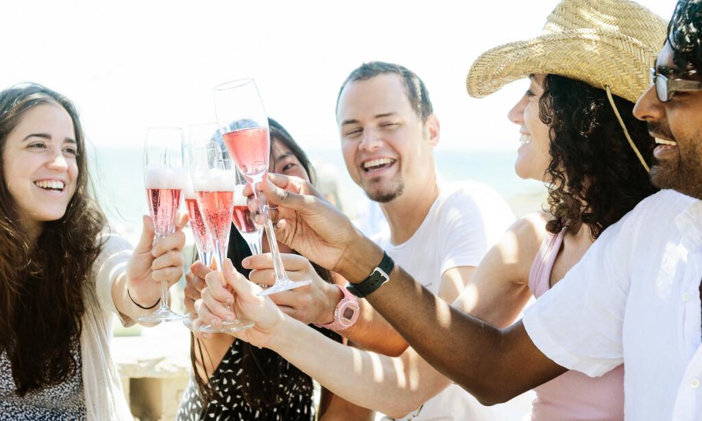 FERSKVARE: Det er først og fremst viner fra 2019-årgangen som nå burde drikkes. Rosévin har sjelden godt av lagring. Foto: Shutterstock / NTB Scanpix