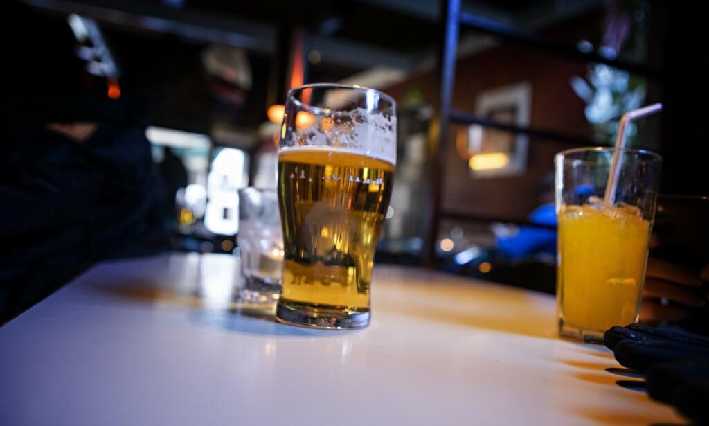 EKSPERIMENT: Hele verden er midt i et stort eksperiment. Slik beskriver alkoholforsker Ingeborg Rossow coronapandemien og de medfølgende tiltakene. En ny undersøkelse vil finne ut hvordan coronautbruddet har påvirket alkoholkonsumet vårt.   Illustrasjonsfoto: Frank Karlsen / Dagbladet