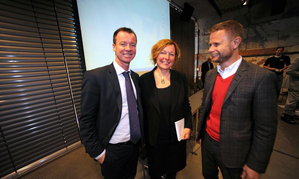 SER PÅ CORONA-ENDRINGER: Ingeborg Rossow, her med Roger Ingebrigtsen (Ap) og Bent Høie (H), er alkoholforsker ved FHI. Foto: Vidar Ruud / ANB