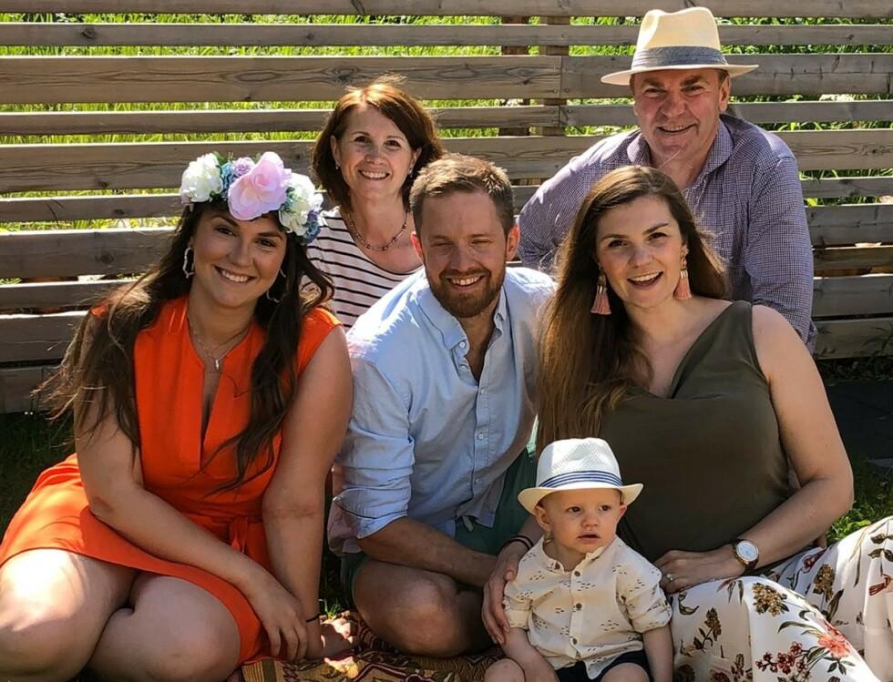 SAMMEN MED FAMILIEN: Vladimir Smirnov sammen med kona, døtrene, svigersønnen og barnebarnet. Foto: Privat