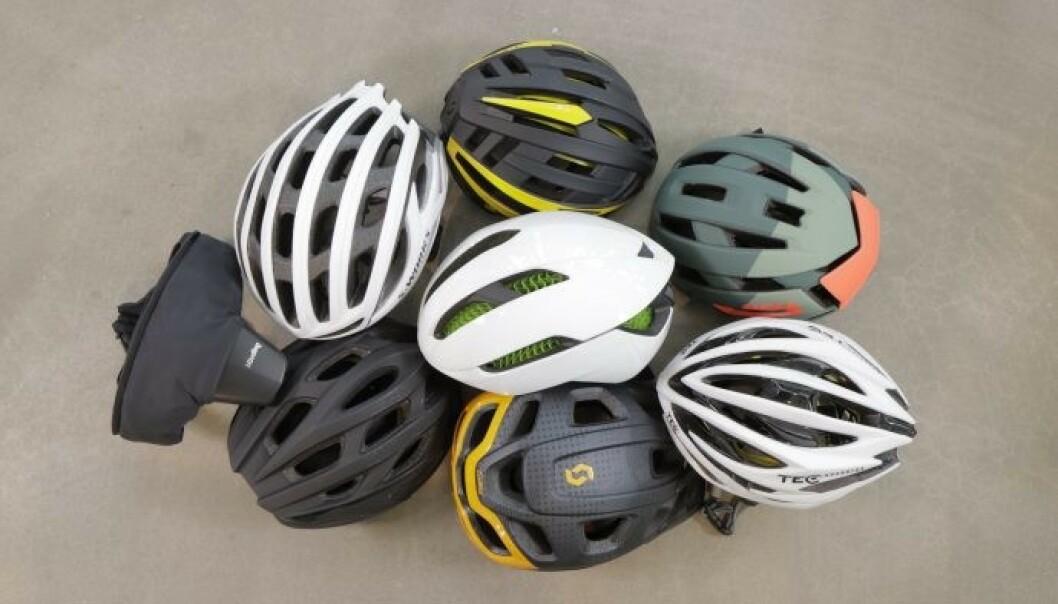<strong>TEST AV SYKKELHJELMER:</strong> En svensk test av 27 sykkelhjelmer avslører store forskjeller når det kommer til sikkerhet, selv om alle består europeiske godkjenningskrav. Billig-hjelm fra Biltema er den beste blant de konvensjonelle sykkelhjelmene i testen. Foto: Folksam