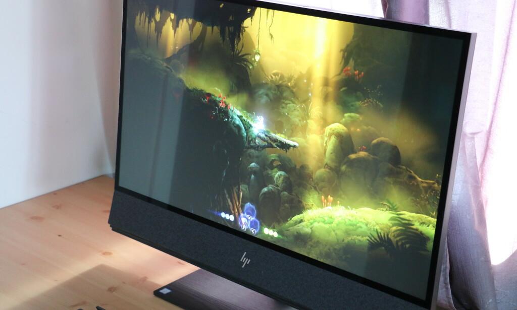 Den store 4K-skjermen gjør seg godt til spilling. Foto: Martin Kynningsrud Størbu