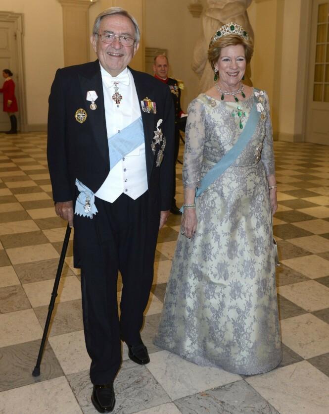 <strong>EKSMONARKER:</strong> Konstantin II og Anne-Marie av Hellas har hatt et turbulent liv. Selv om de ikke lenger har titlene sine, er de til stadighet å observere på royale arrangementer. Her på 75-årsdagen til dronning Margrethe av Danmark i 2015. Foto: Schneider-Press / i-Images / Polaris / NTB scanpix
