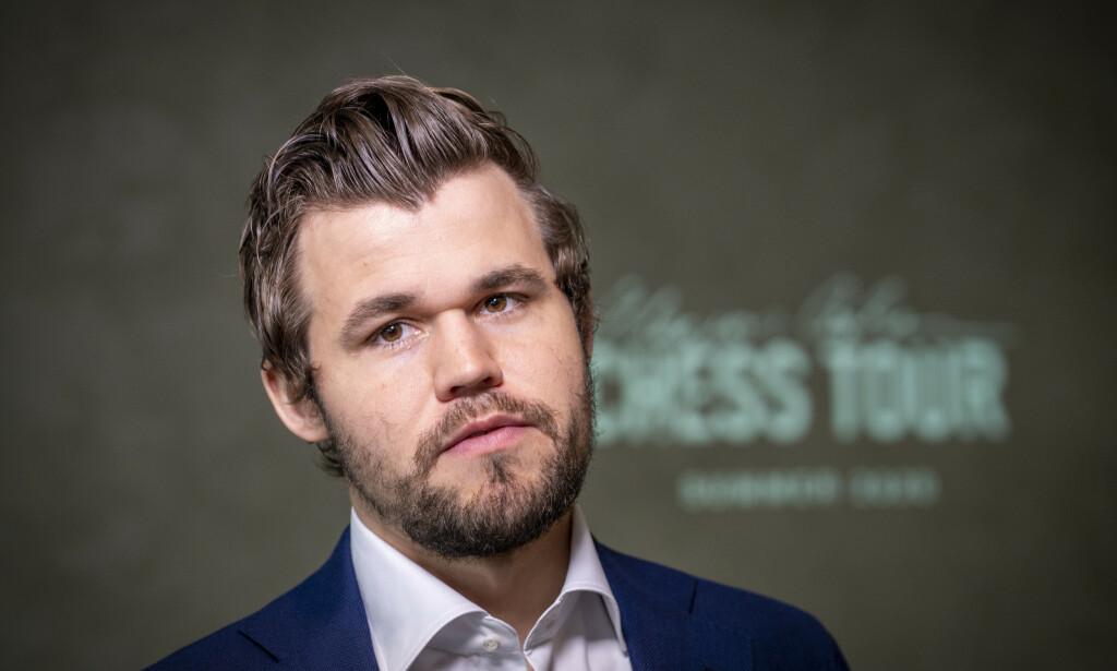 GOD START: Magnus Carlsen hadde en god åpning av Rapid Challenge-turneringen i onlinesjakk tirsdag. Foto: Heiko Junge / NTB scanpix