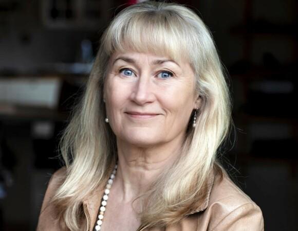 Eva Sanner er parterapeut og forfatter. Da gynekologen hennes sa at sexlivet er over etter menopausen, nektet hun å tro ham. Foto: Emelie Asplund