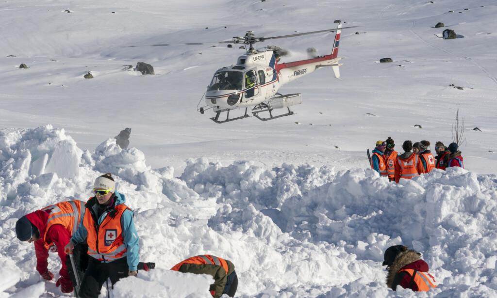 STOR FARE: Med finvær i vente og mye snø håper redningsmannskapene at folk er forsiktige når de ferdes i fjellet. Her fra Norges største skredøvelse på Finse i 2019.Foto: Heiko Junge / NTB scanpix
