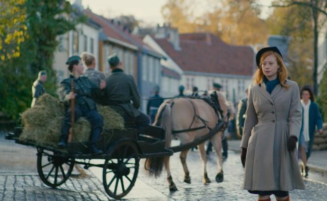 I TRONDHEIM: Den danske rikmannsdatteren Helene (Sara Viktoria Bjerregaard Christensen) gifter seg med en tysk nazist i Trondheim. Flere av scenene er spilt inn i den norske byen. FOTO: Norsk Filmdistribusjon