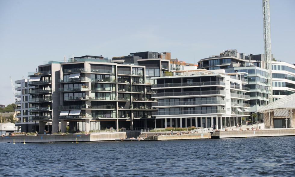 IDEELL BELIGGENHET: Stein Erik Hagens nye leilighet ligger i sjette etasje i bygget til venstre, helt ytterst på Tjuvholmen. Foto: Terje Bendiksby / NTB Scanpix