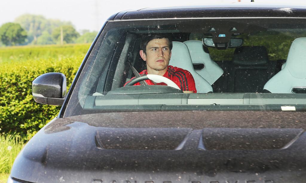FØRSTE DAG TILBAKE: Onsdag returnerte Manchester United-spillerne til AON Carrington-treningsfeltet. Her er Harry Maguire på vei til trening. Foto: Eamon And James Clarke / Pa Photos