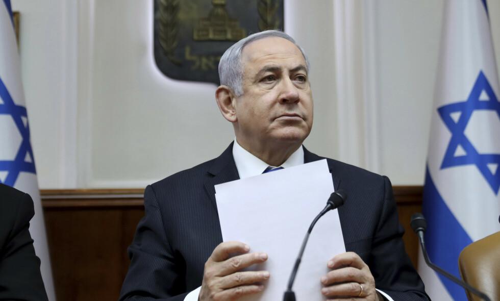 FRA REGJERINGSMØTE TIL RETTSSALEN: Israels statsminister Benjamin Netanyahu må tilbringe søndagen i distriktsretten i Jerusalem. Foto: Gali Tibbon/AP/NTB Scanpix