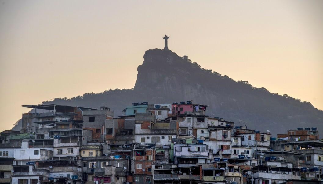 <strong>HARDT RAMMET:</strong> Brasil er hardt rammet av coronaviruset. Men myndighetene er slett ikke enige om virusets alvorlighetsgrad eller strategi for å håndtere pandemien. I Rio de Janeiro har blant annet narkotikaligaene gjort grep for å få folk til å holde seg hjemme. Foto: AFP/NTB Scanpix