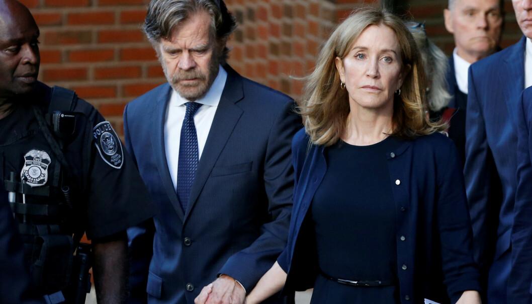 <strong>BLE DØMT:</strong> Skuespiller Felicity Huffman tilbrakte to uker i fengsel som følge av universitetsskandalen. Her avbildet med ektemannen William H.Macy i fjor. Foto: NTB Scanpix