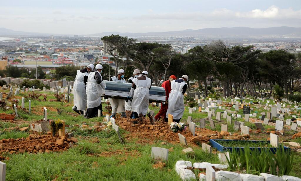 RAMMET: Verdens helseorganisasjon (WHO) anslo i starten av mai at så mange som 190 000 mennesker kan dø i Afrika som følge av coronasmitte det første året. Illustrasjonsfoto: Sumaya Hisham / Reuters / NTB scanpix