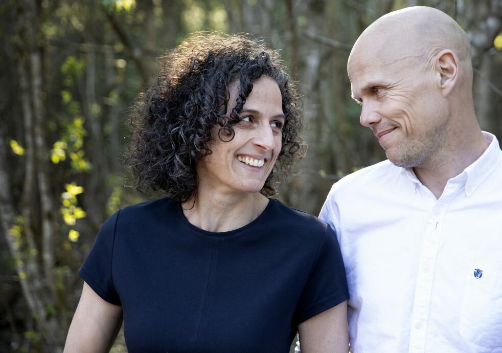 MODERNE STORFAMILIE: Siri Gjelsvik og Øystein Østraat har tilsammen seks barn og har skrevet bok om livet i bonusfamilien. FOTO: Paul Audestad
