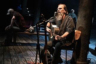 TEATER: Steve Earle på scenen i teaterstykket «Coal Country», som er utgangspunktet for det nye albumet.